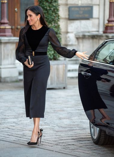 Britain's Meghan, The Duchess of Sussex, attends the opening of 'Oceania' at the Royal Academy of Arts in London, Britain, September 25, 2018. Picture taken September 25, 2018. Arthur Edwards/Pool via REUTERS - RC11005F2900