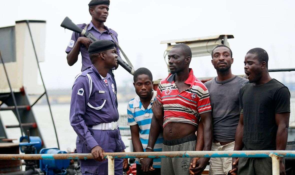 NIGERIJSKI PIRATI OTELI HRVATA! Upali su na brod koji je plovio pod švicarskom zastavom i oteli 12 članova posade, među njima i našeg državljanina