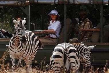 FOTO: MELANIA TIJEKOM POSJETA AFRIČKIM DRŽAVAMA ZGROZILA MODNIM IZBOROM 'Ma tko ju je samo savjetovao? Tako su se odijevali kolonizatori!'