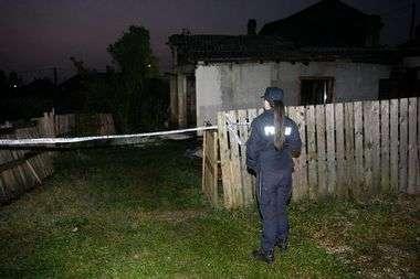 FOTO: VELIKI POŽAR NA ISTOKU ZAGREBA Vatrena buktinja progutala kuću od 80 kvadrata, jedna žena izgorila, muž joj spašen, a sin bio oko kuće