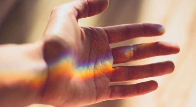 ZNANSTVENICI POTVRDILI: DULJINA PRSTIJU DOISTA JE POVEZANA SA SEKSUALNOM ORIJENTACIJOM Je li netko gay, moguće je reći pogledom na lijevu ruku