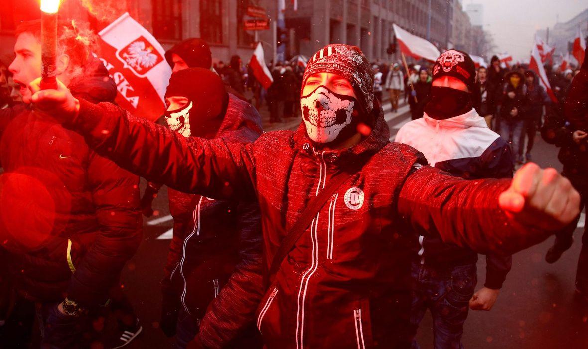 STRAH OD SUKOBA NA NEDJELJNOJ PROSLAVI 100 GODINA SAMOSTALNOSTI Oko 200 tisuća desničara na maršu kroz Varšavu tražit će 'bijelu Europu'