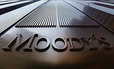 A Moody's sign on the 7 World Trade Center tower is photographed in New York August 2, 2011. Behind all too many of market moves in government debt of late has been a report from one of the major credit ratings agencies. Standard & Poor's is the biggest and arguably the most influential, fast followed by Moody's Investor Service and then their smaller rival, Fitch Ratings. In national capitals, they are alternately villified by politicians or held out as just arbiters for denouncing government profligacy. REUTERS/Mike Segar (UNITED STATES - Tags: BUSINESS POLITICS) - GM1E78309XX01