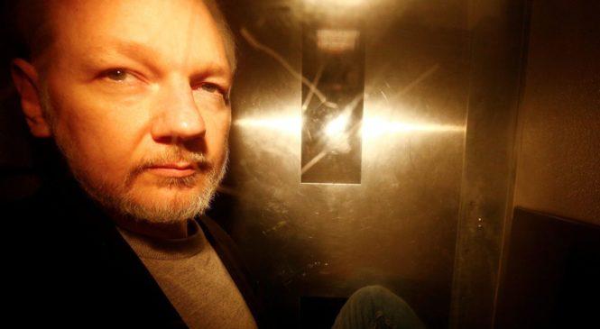 SAD OBZNANIO 17 OPTUŽNICA ZA ŠPIJUNAŽU PROTIV ASSANGEA 'Protuzakonito je objavio imena tajnih izvora i udružio se s Manningom radi špijunaže'
