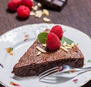 (VIDEO) ČOKOLADNA TORTA BEZ BRAŠNA I SAVJETI KAKO DA VAM ISPADNE SAVRŠENO: Brz, jednostavan i zdrav recept koji ćete obožavati!