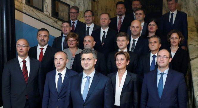 FOTO: Plenković je u listopadu 2016. s ponosom pozirao u društvu ministara svoje novopečene Vlade, gotovo polovica njih više nije dio kabineta