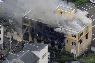 VIDEO: STRAVIČAN NAPAD U SLAVNOM JAPANSKOM ANIMACIJSKOM STUDIJU, POGINULO 12 OSOBA! Muškarac upao u zgradu, prosuo nepoznatu tekućinu i sve zapalio!