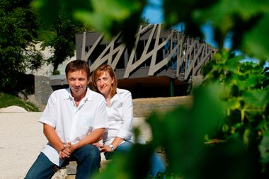 Pula, 090811. Antonella i Gianfranco Kozlovic ispred svog novog vinskog podruma - sale za degustaciju. Foto: Goran Sebelic / CROPIX