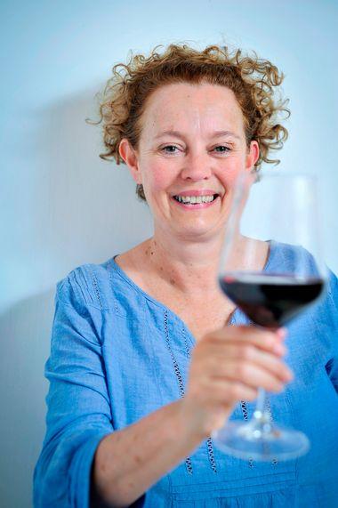 Jelsa, 140714. Jo Ahearne, britanska enologinja i nositeljica prestizne titule Master of wine, fotografirana u vinariji Bastijana. Foto: Boris Kovacev / CROPIX