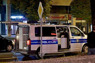 Split, 271019. Prometna nesreca dogodila se oko 20.30 h na krizanju Ulice Hrvatske mornarice i Puta Brodarice. U nesreci su sudjelovala dva motocikla. Na fotografiji: policija vrsi ocevid Foto: Nikola Vilic / CROPIX