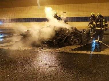 FOTO, VIDEO: OVAKO IZGLEDA MILIJUN EURA PLAMENU! U tunelu u Pragu izgorio jedan od tek šest Mansory Lamborghinija Aventadora Carbonado Twin-turbo