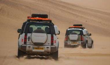 FOTO, VIDEO: Prve kilometre u Land Roveru Defenderu novinari su odradili u pustoši Namibije u Africi te u otmjenoj engleskoj provinciji, evo i dojmova