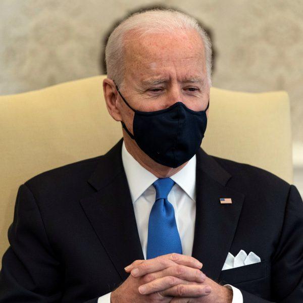 Biden: Ukidanje obveze nošenja maski neandertalsko razmišljanje