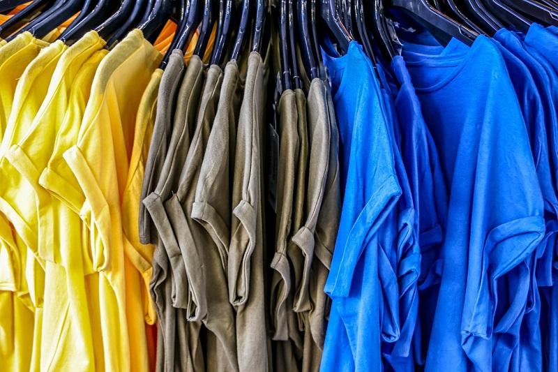 Kratke majice različitih boja